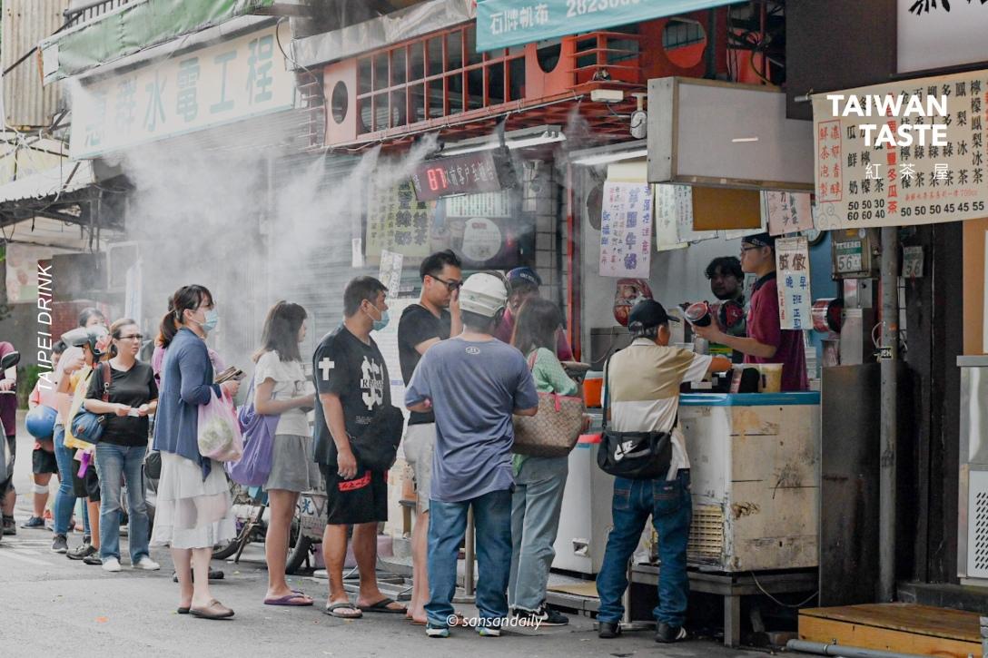 紅茶屋 台北在地美食飲料專賣 排隊情景