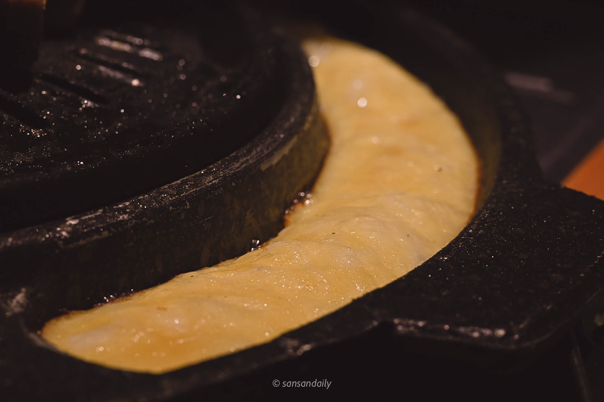 澎起的金黃色起司烘蛋