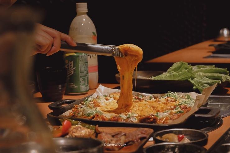 韓式雪花烤腸的起司瀑布