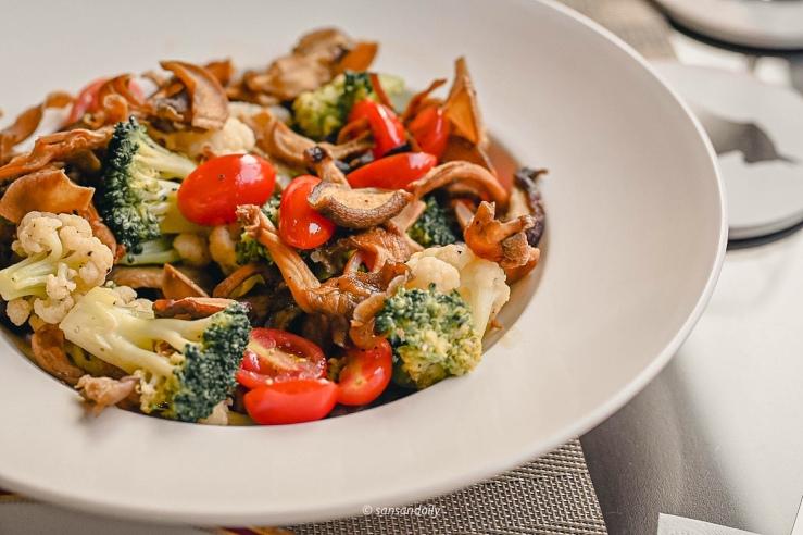 Mr.Tom爐烤肋眼牛排配菜 番茄 綠白花椰菜 菇類