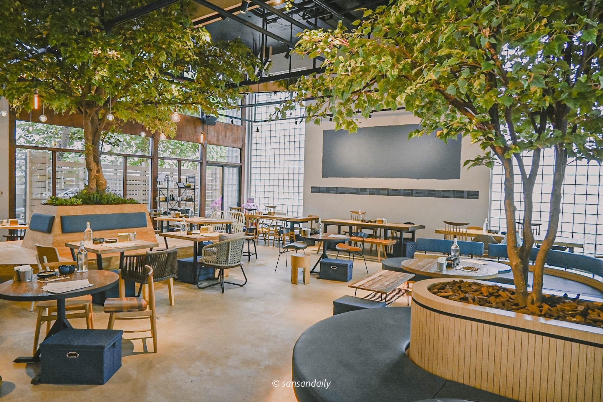 GUMGUM Beer & Wings雞翅酒吧內科店 餐廳內部側拍視角圖