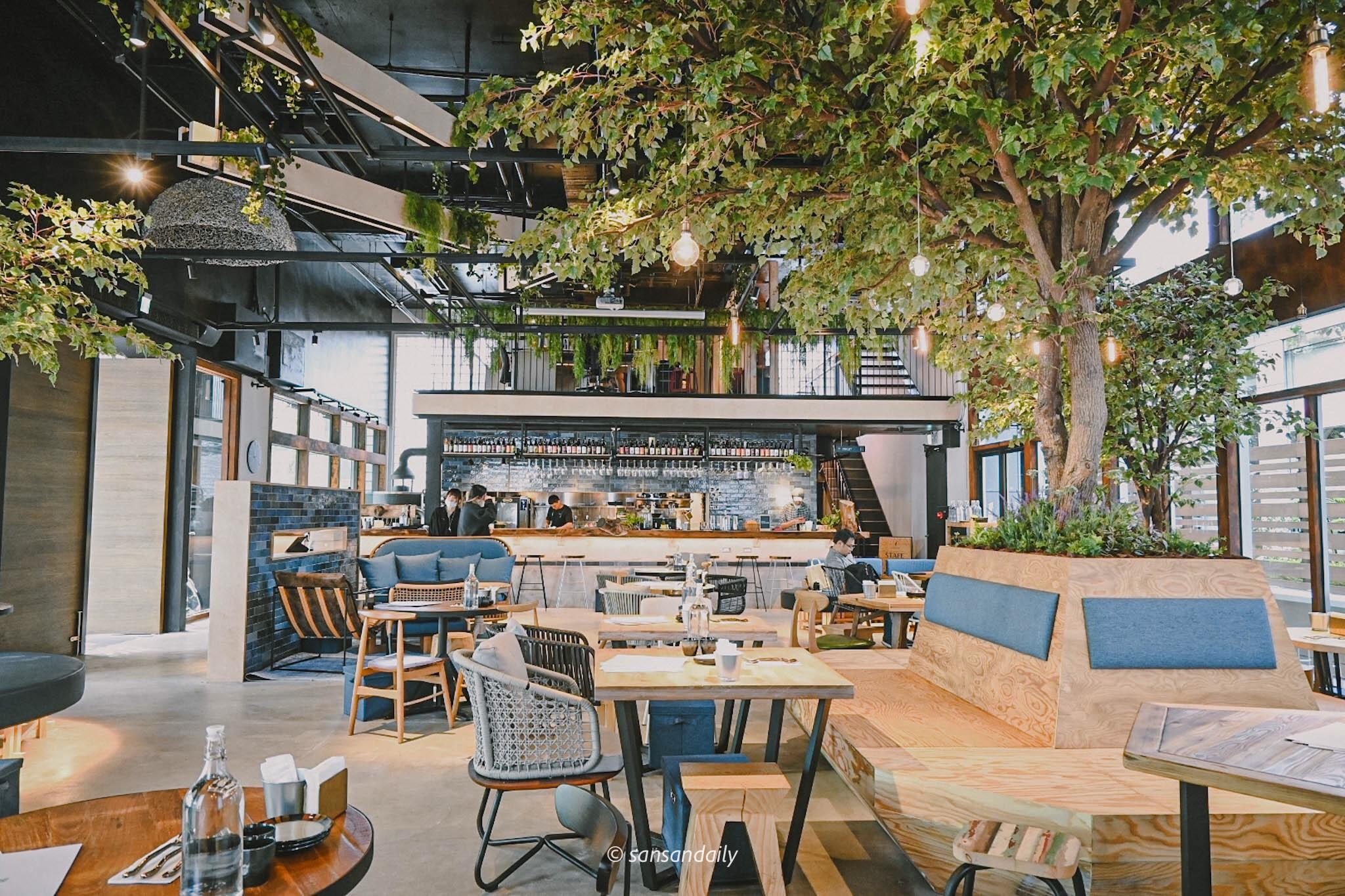 GUMGUM Beer & Wings雞翅酒吧內科店 餐廳內部面向吧台全景圖