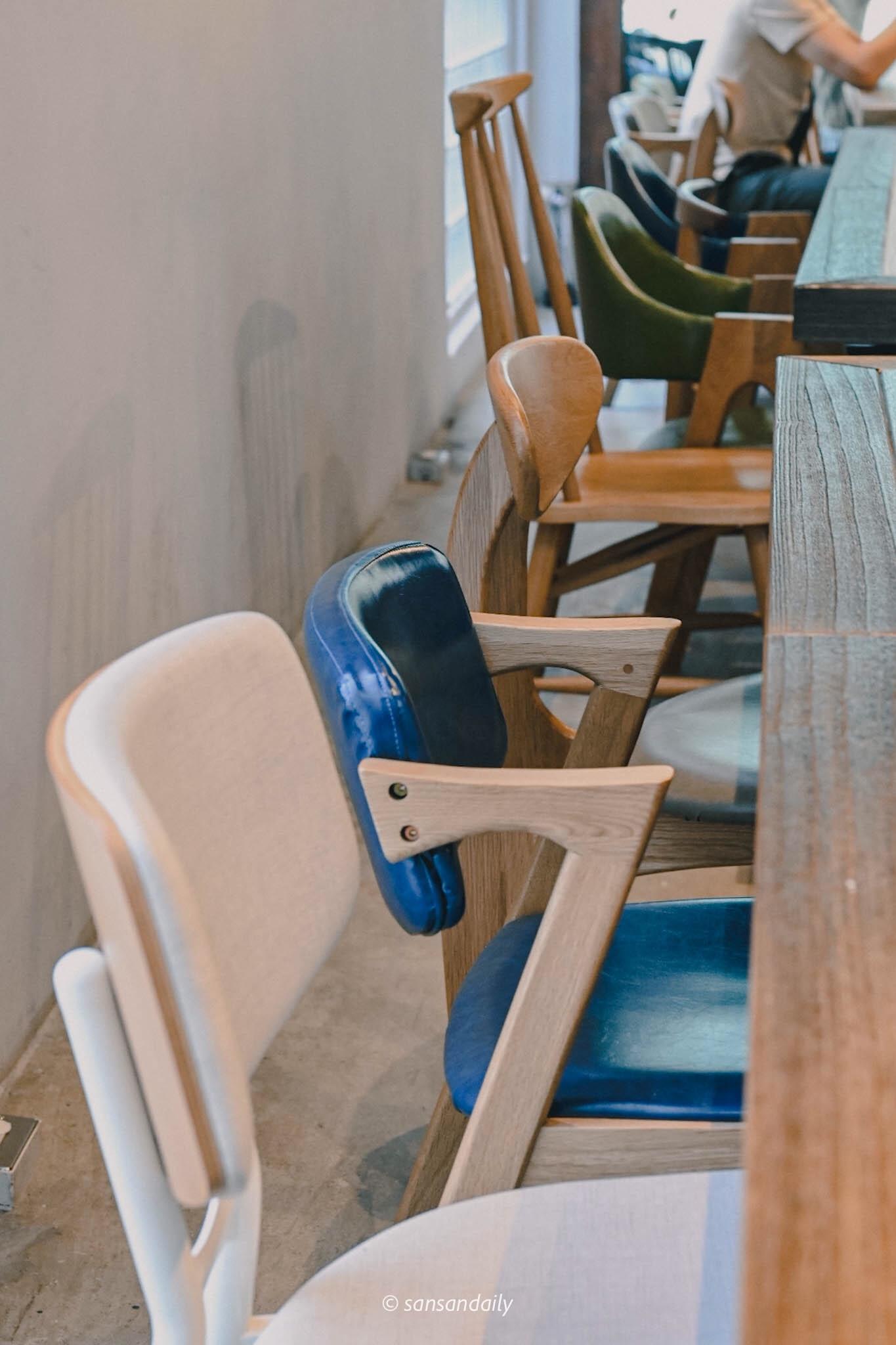 GUMGUM Beer & Wings雞翅酒吧內科店 多元藝術桌椅特寫