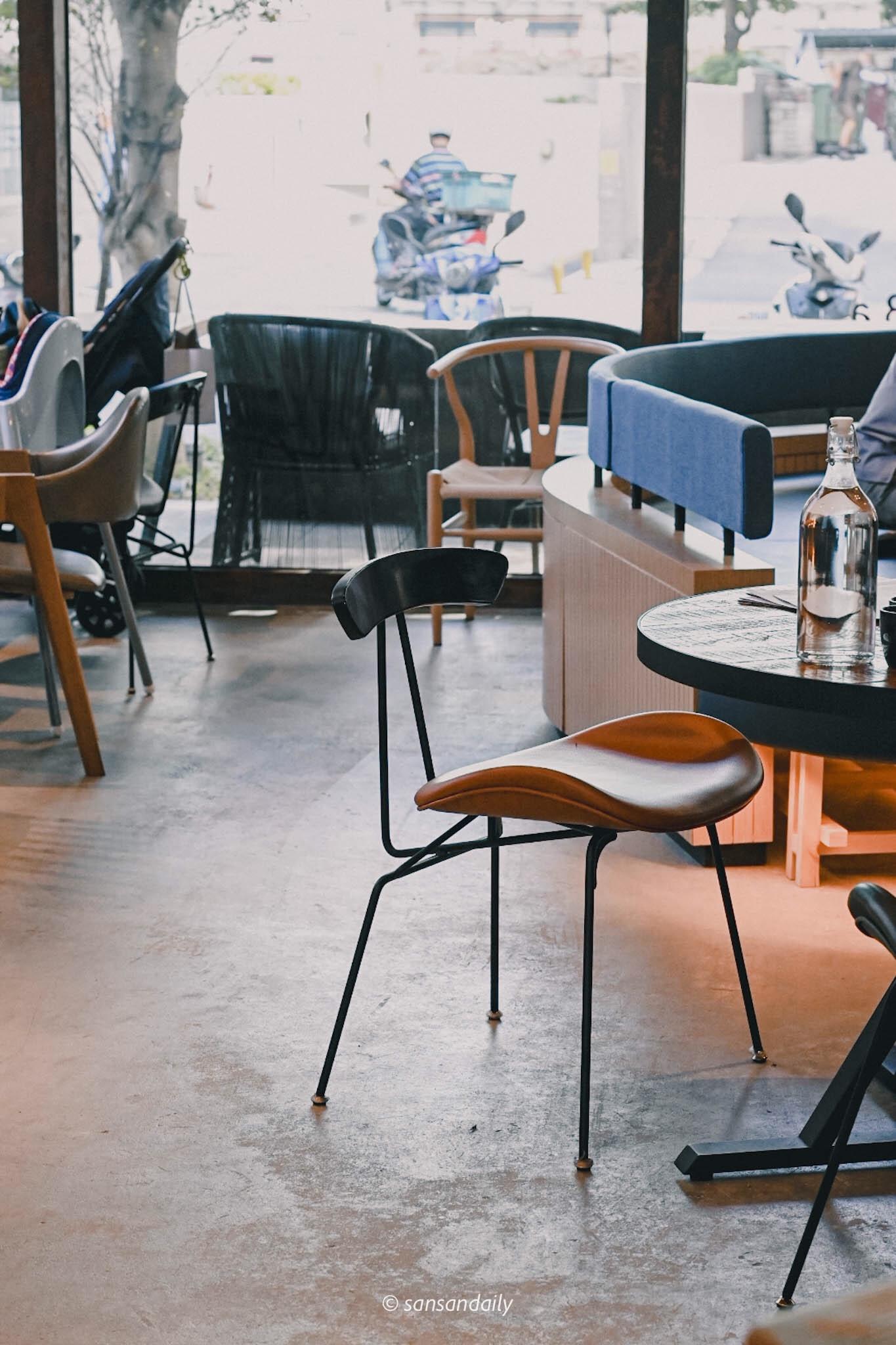 GUMGUM Beer & Wings雞翅酒吧內科店 設計師椅子特寫
