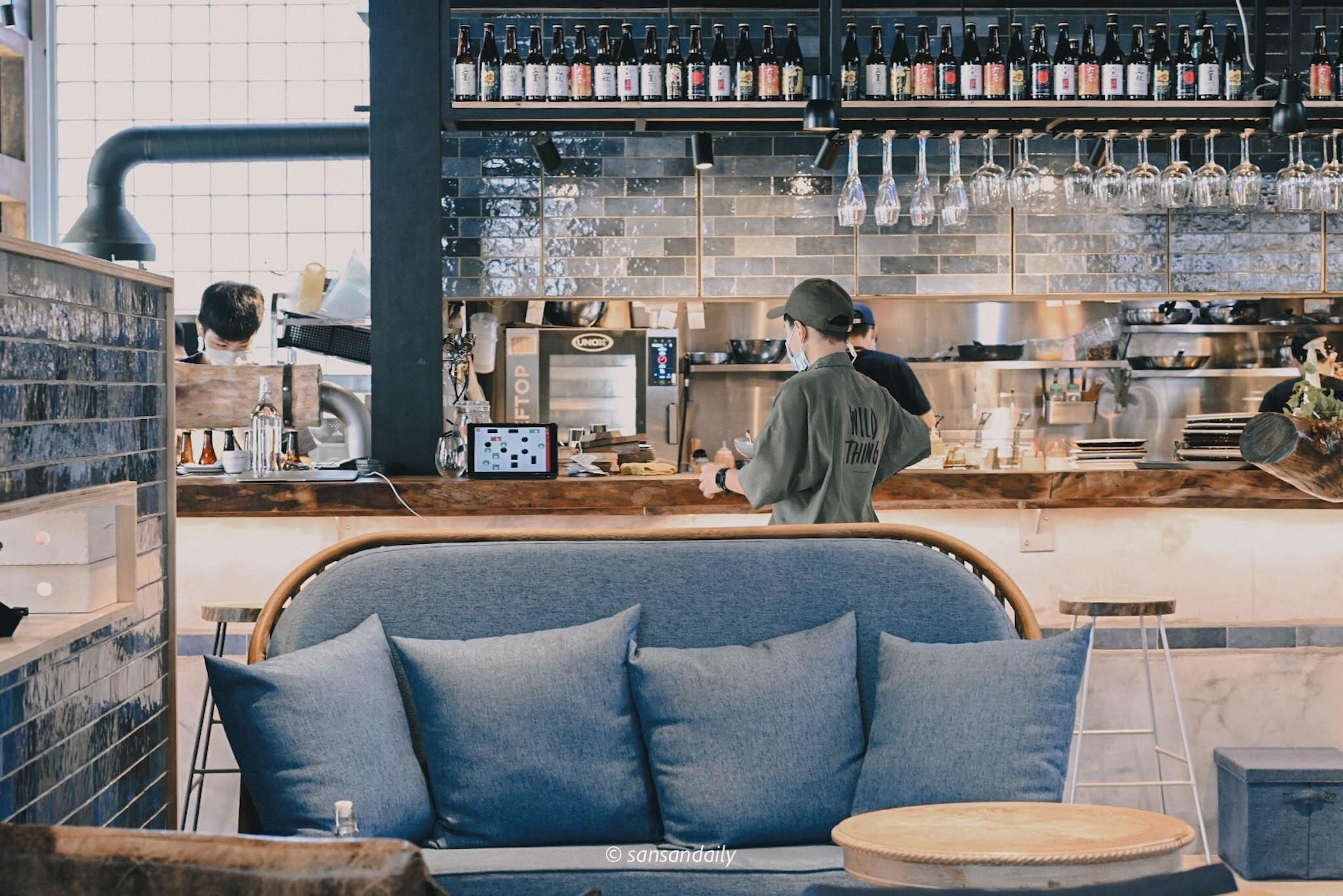 GUMGUM Beer & Wings雞翅酒吧內科店 雙人座沙發組特寫