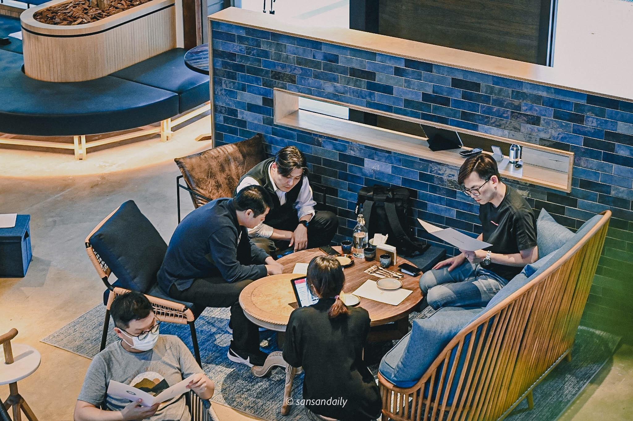 GUMGUM Beer & Wings雞翅酒吧內科店 商業用餐畫面俯拍
